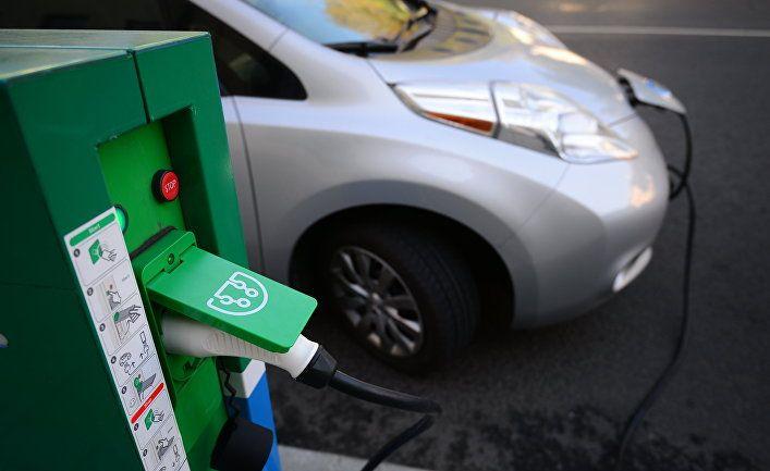 МОЭСК установил первую зарядную станцию для электромобилей в жилом дворе