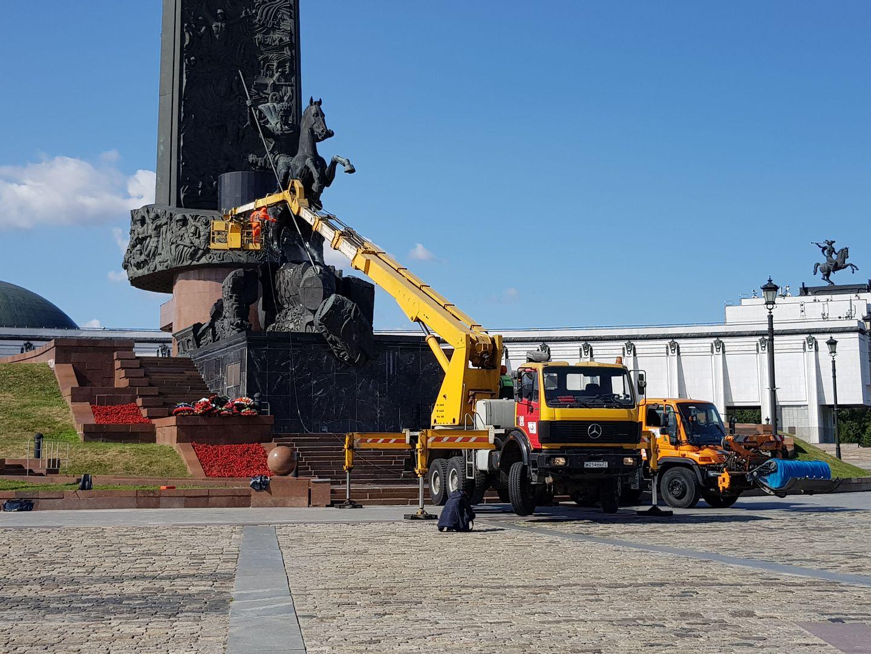 Промывка монумента Победы на Поклонной горе