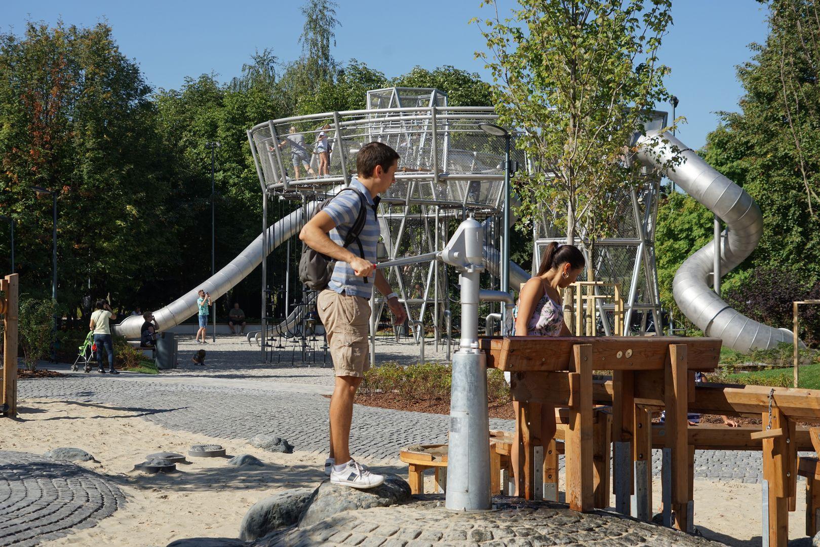 Новая детская площадка «Салют» в парке Горького. Поляна малышей