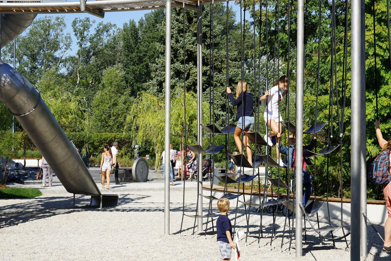 Новая детская площадка «Салют» в парке Горького. Башня