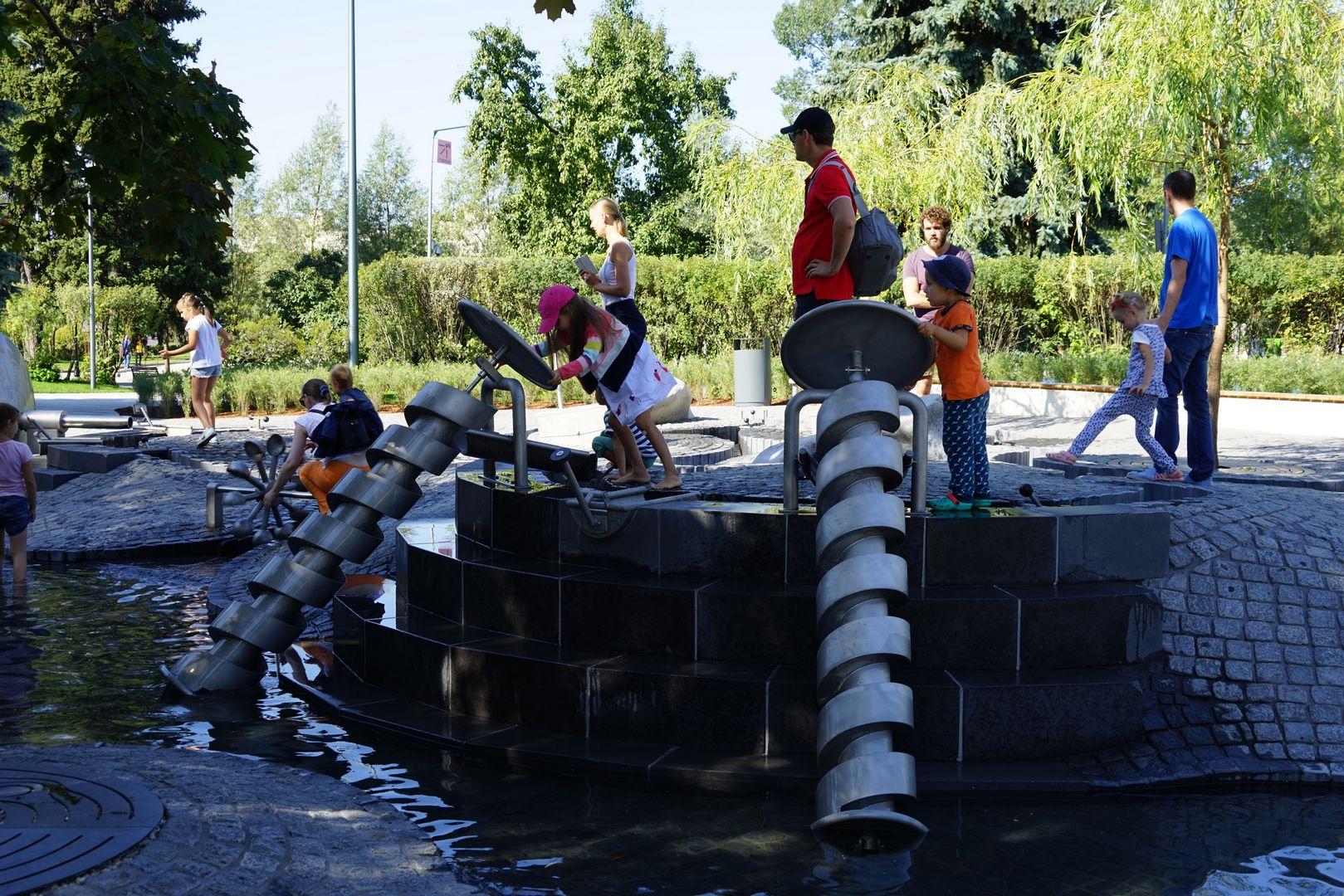 Новая детская площадка «Салют» в парке Горького. Водная станция