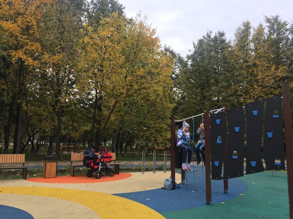 детская площадка в Парке имени Святослава Федорова