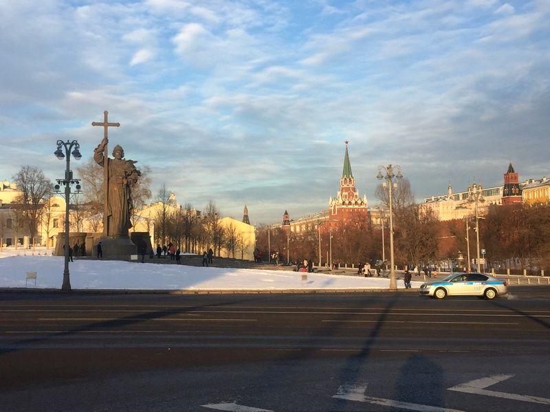 Памятник Владимиру зима