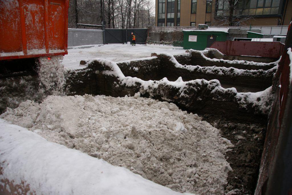 плавят снег