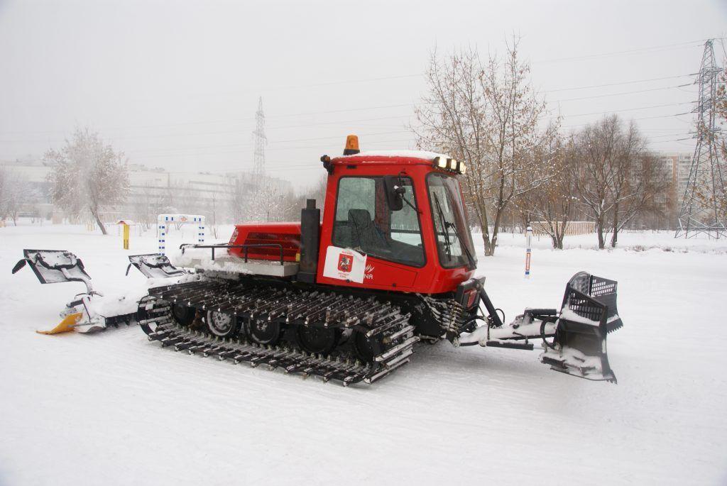 трактор делает лыжню