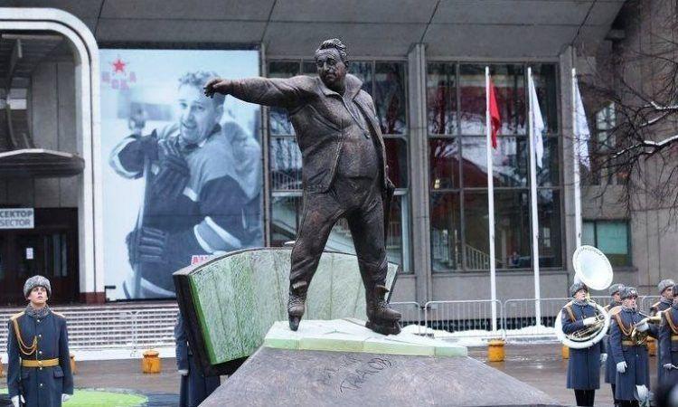 Памятник Анатолию Тарасову