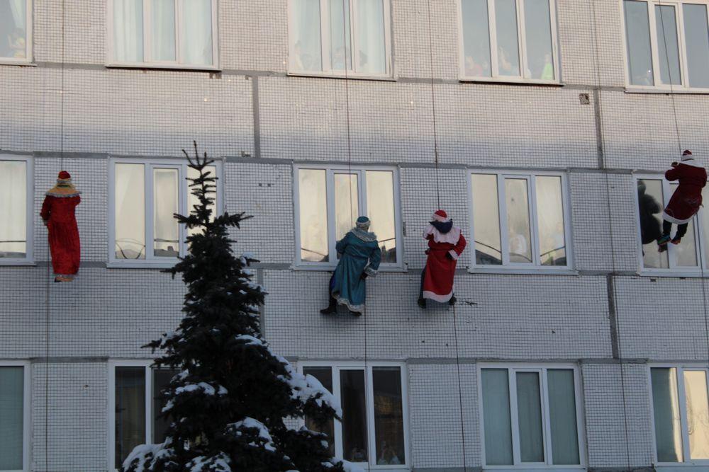 Летающий десант из Дедов Морозов