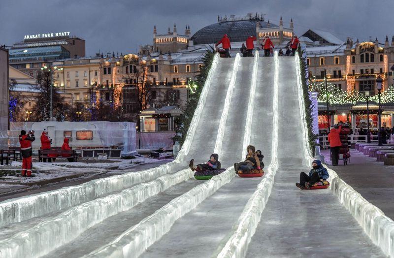 ледяная горка на Площади Революции