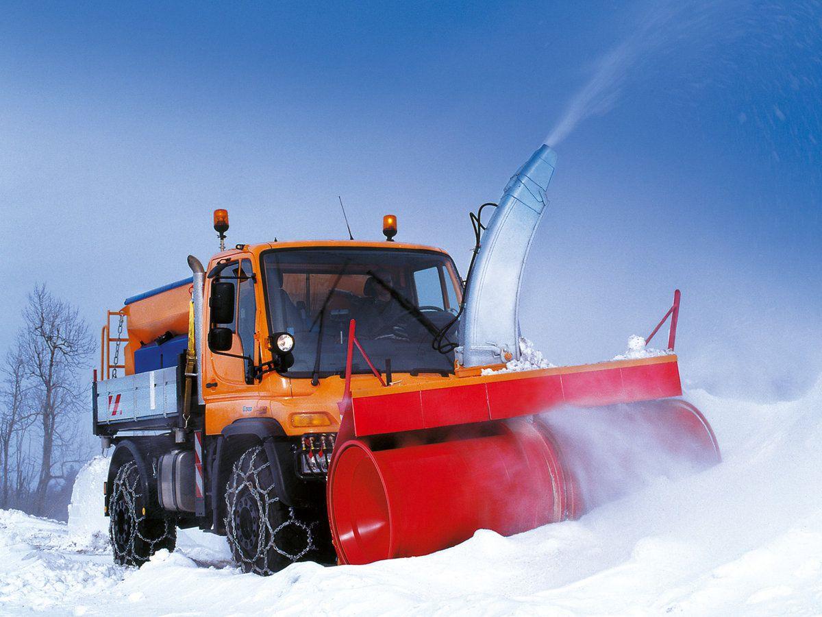 Новая снегоуборочная техника Унимоги