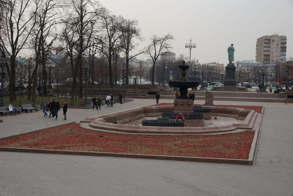 "уборка Москвы ""Пушкинский"" фонтан."