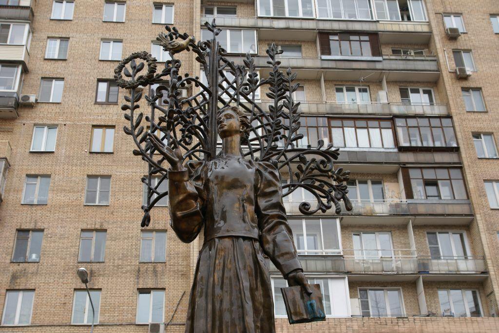 памятник поэтессе Лесе Украинке