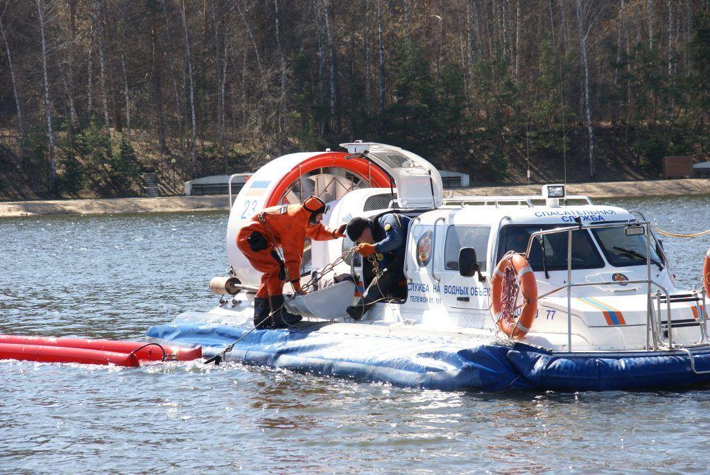 спасательная служба катер спасатели