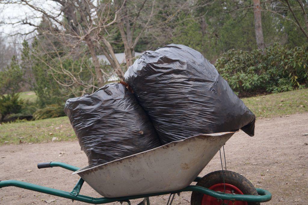 мешки мусора тачка