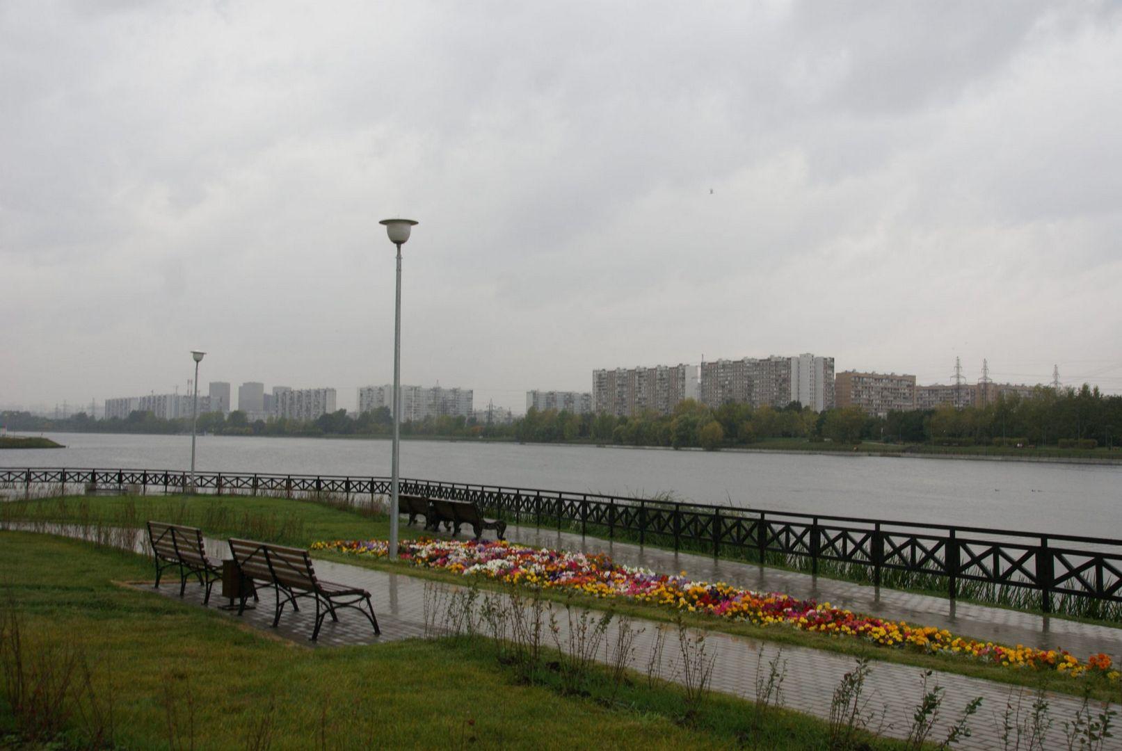 Набережная Москвы-реки в Братеево