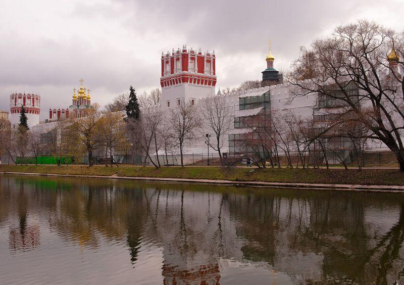 у Новодевичьего монастыря