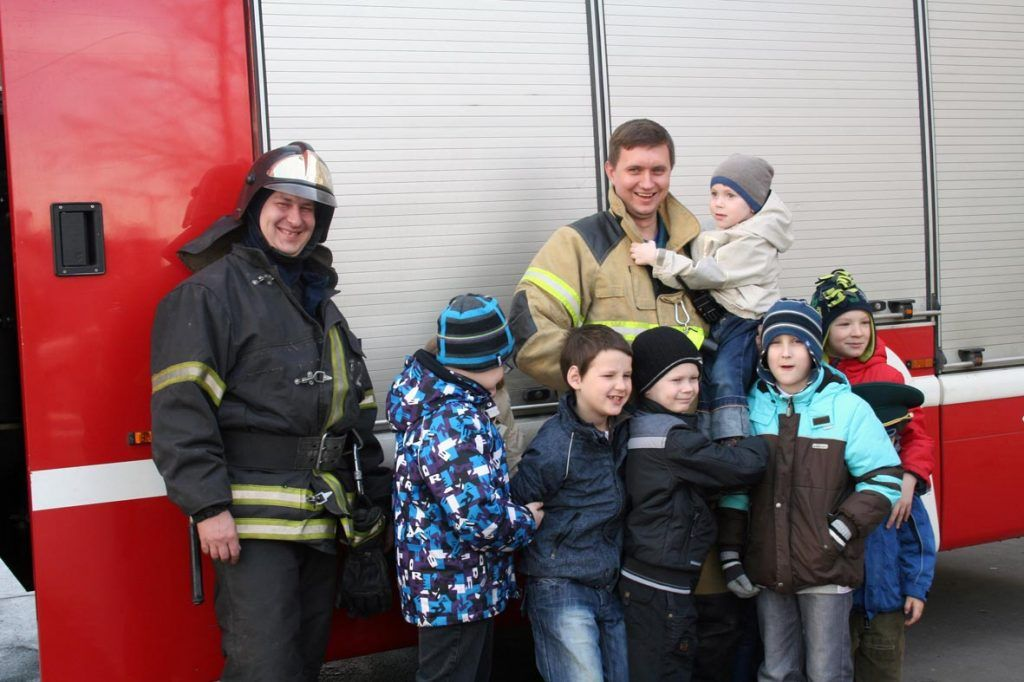Максим Шарапов пожарные дети