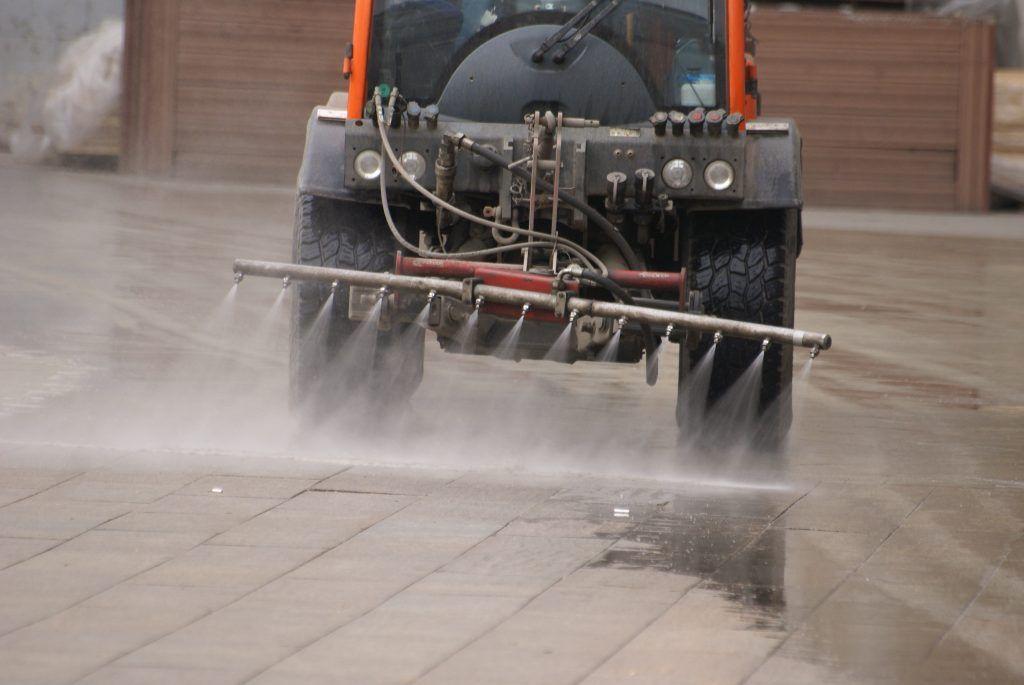 поливальные машины промывка дорог уборка