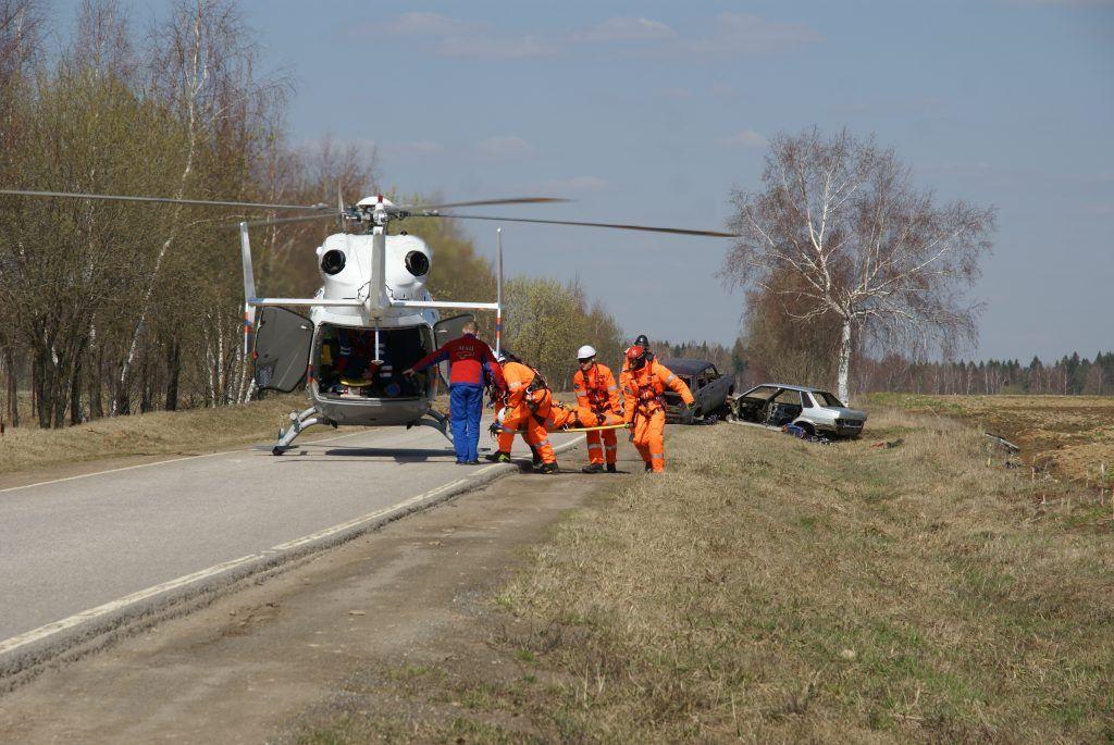 спасатели вертолет эвакуация пострадавшего