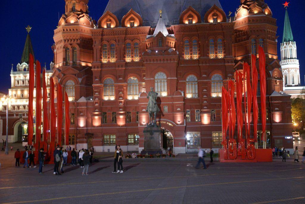 украшение Москвы к 9 мая Исторический музей, памятник Жукову