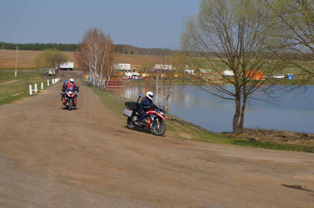 спасатели на мотоциклах