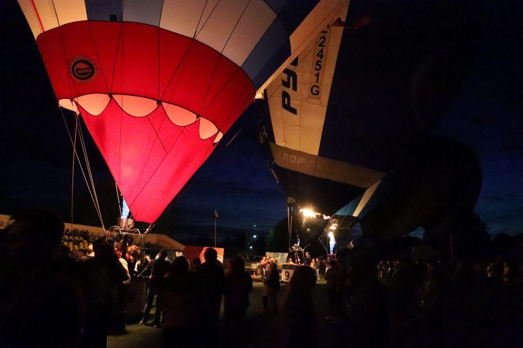 воздушные шары Ночное свечение аэростатов стадион Строитель зрители
