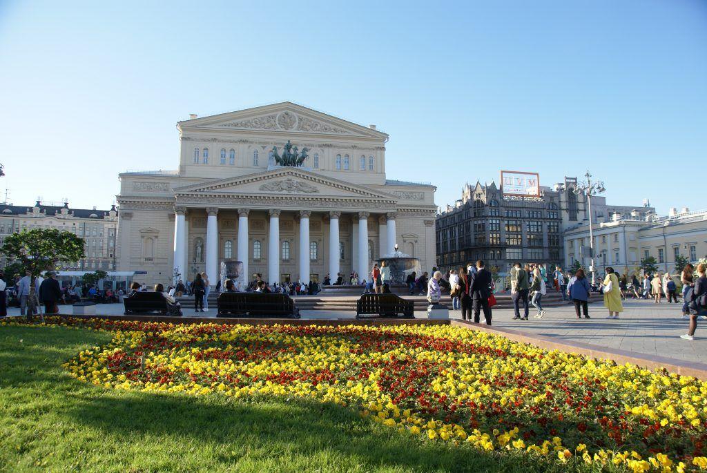 цветы весна в Москве украшение Москвы большой театр