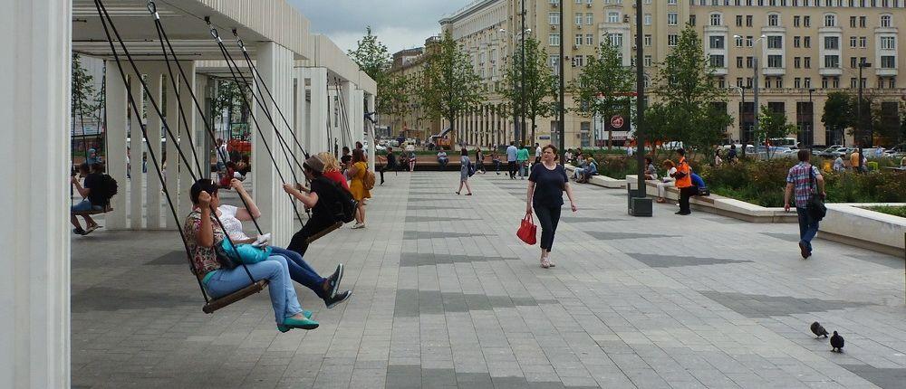 Качели на Триумфальной площади