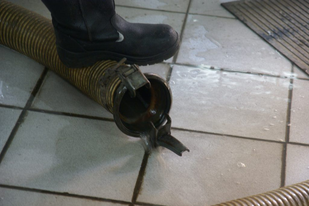 ГБУ «Гормост» илосирование рабочие помещение зумпф насос