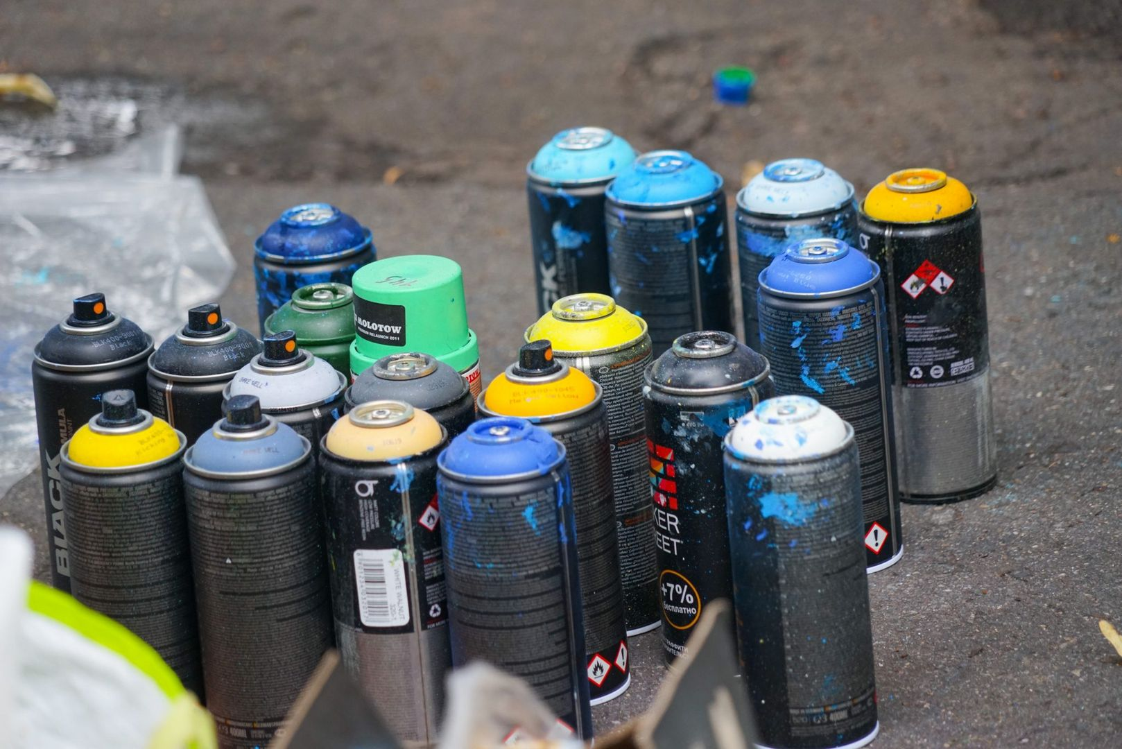 разноцветная Москва, баллончики с краской