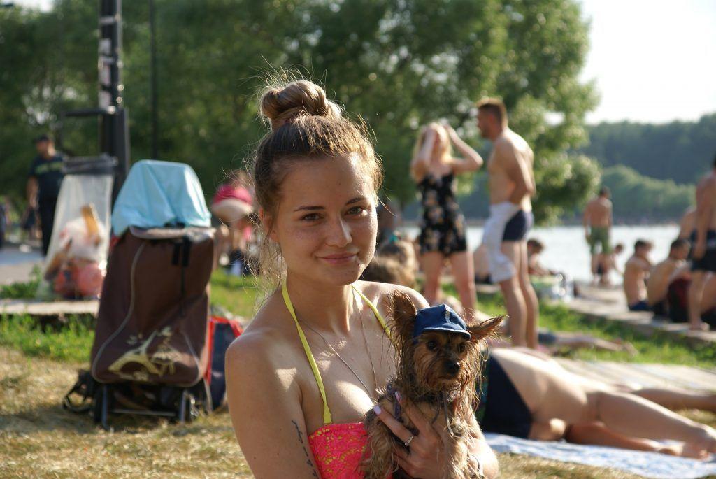 Мещерский пляж лето в Москве собака