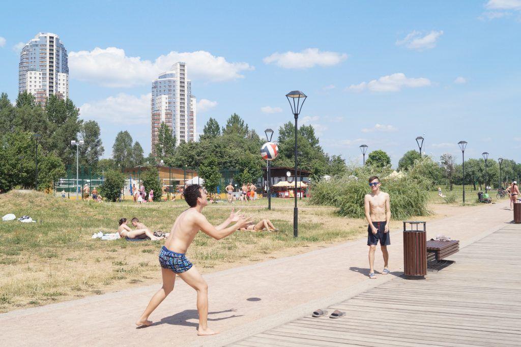 зона отдыха Строгинская пойма пляж волейбол