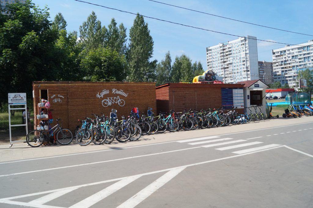 зона отдыха Строгинская пойма пляж велосипеды велопрокат