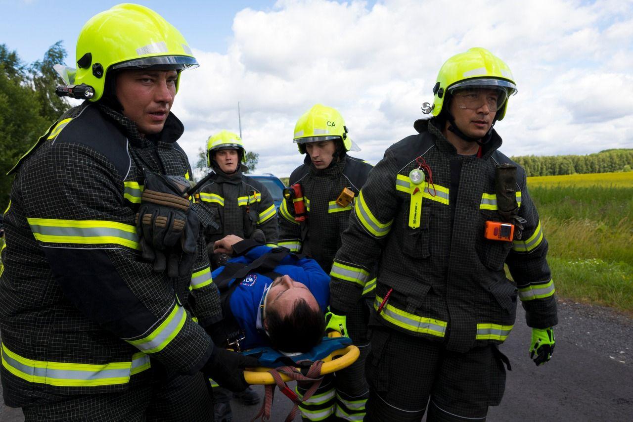 Эвакуация пострадавшего, спасатели