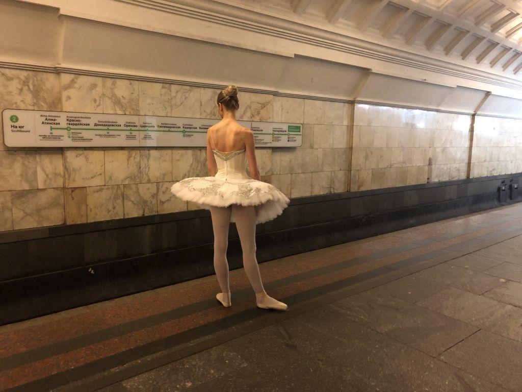 театр метро Театральная балерина