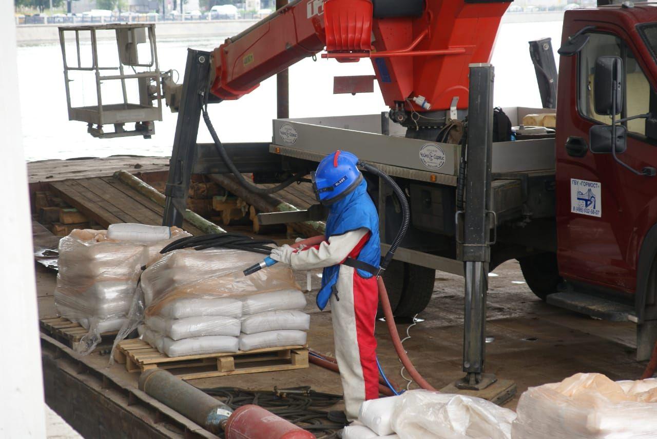 пескоструйная очистка, рабочий