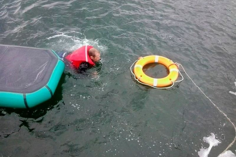 перевернулась лодка
