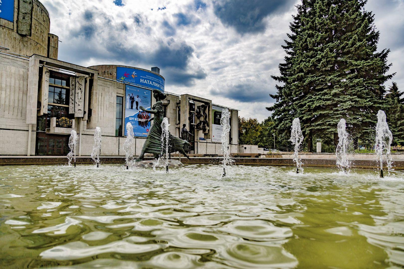 фонтаны, театр имени Натальи Сац