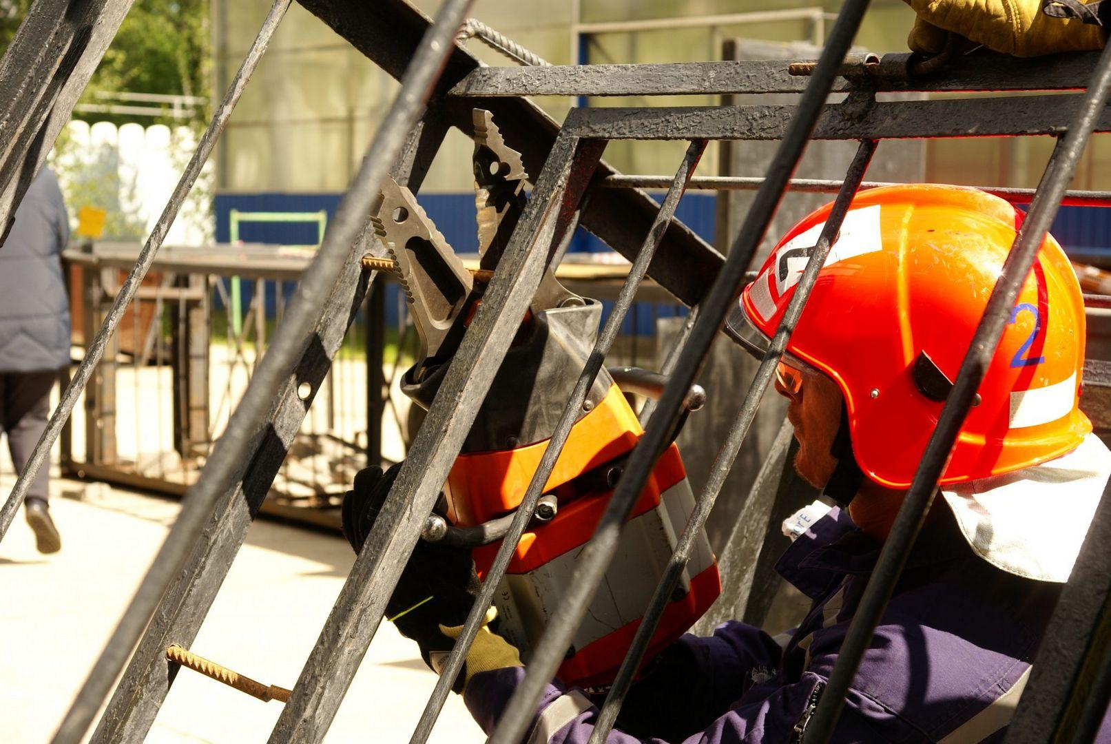 разъем-кусачки, полоса препятствий, спасатели, конкурс, лучший спасатель, спасатели Москвы, департамент ГО ЧС