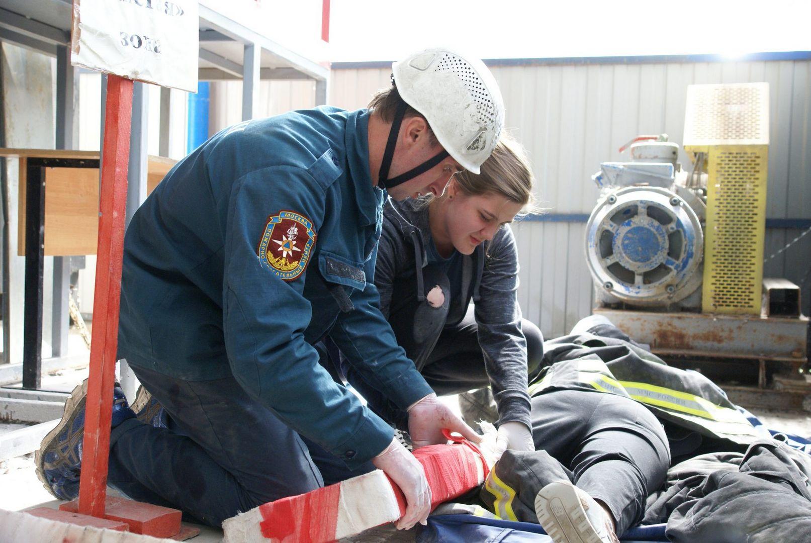 спасатели, конкурс, лучший спасатель, спасатели Москвы, департамент ГО ЧС, первая помощь, пострадавшая, шина