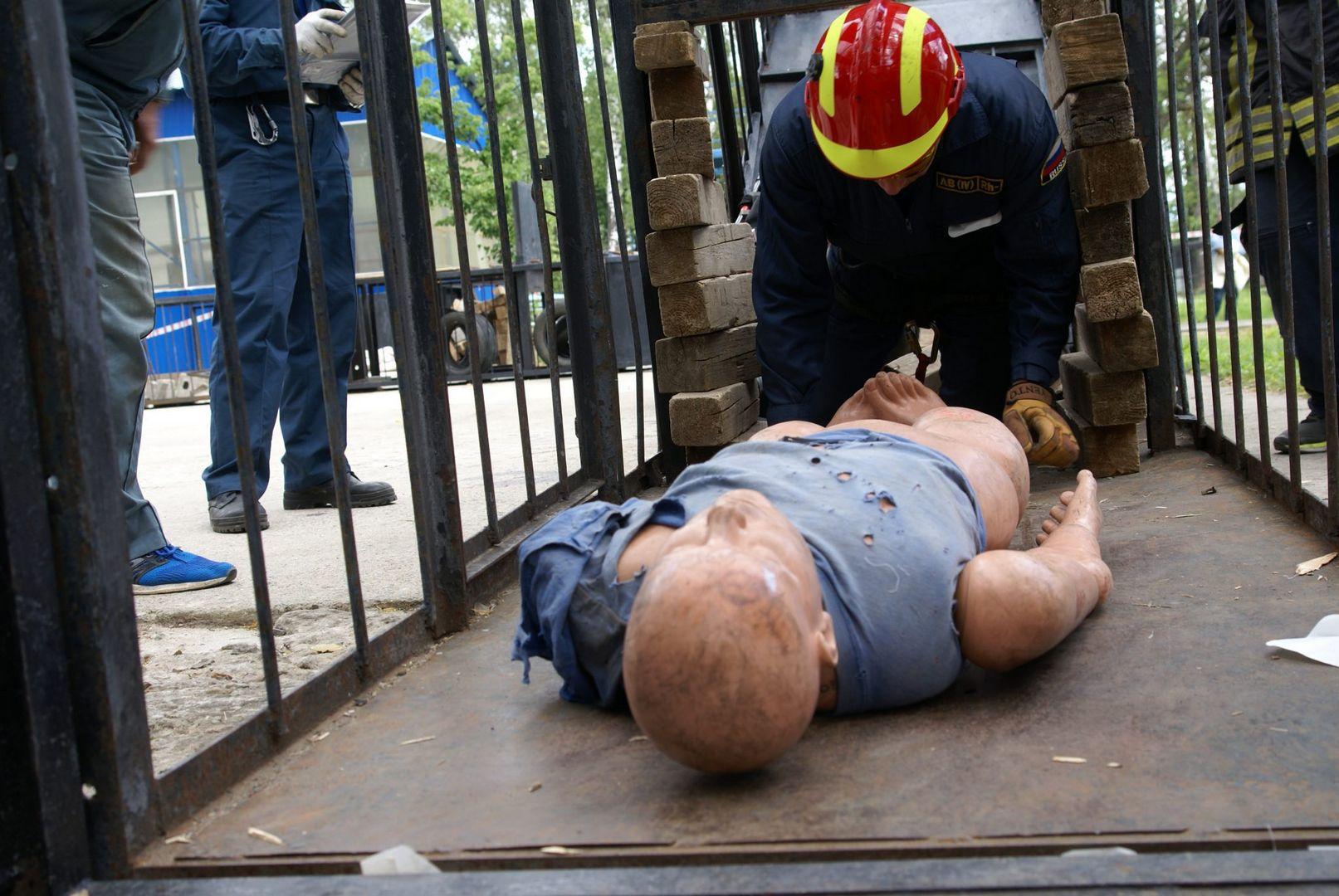 эвакуация, манекен, полоса препятствий, спасатели, конкурс, лучший спасатель, спасатели Москвы, департамент ГО ЧС
