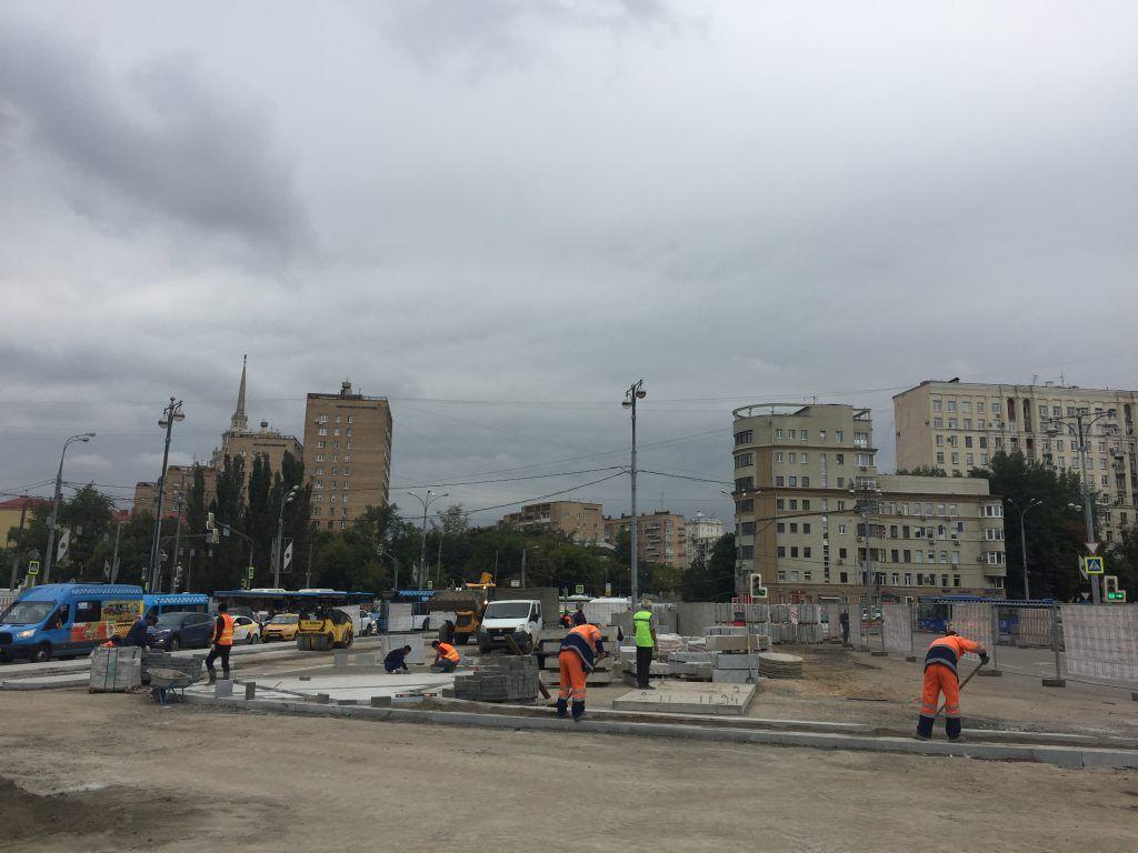 территория Киевского вокзала, благоустройство, стройматериалы, плитка, укладка пешеходных дорожек