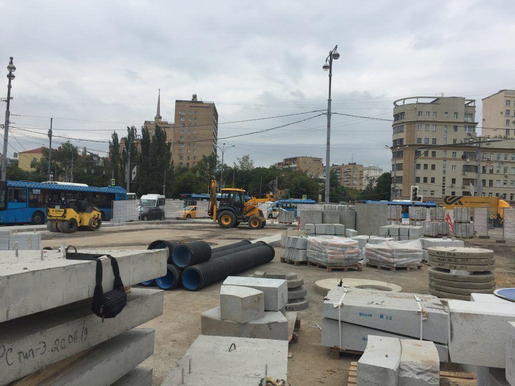 территория Киевского вокзала, благоустройство, стройматериалы, плиты