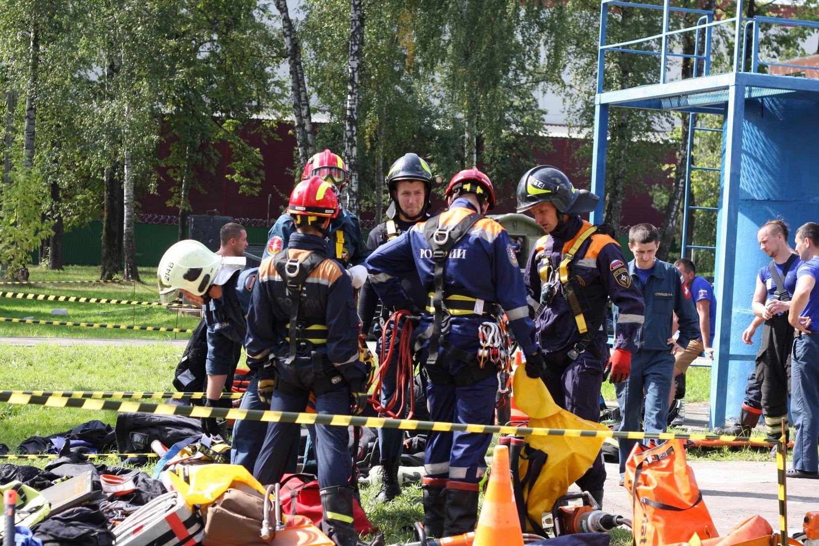 Команда спасателей готовится к прохождению испытаний