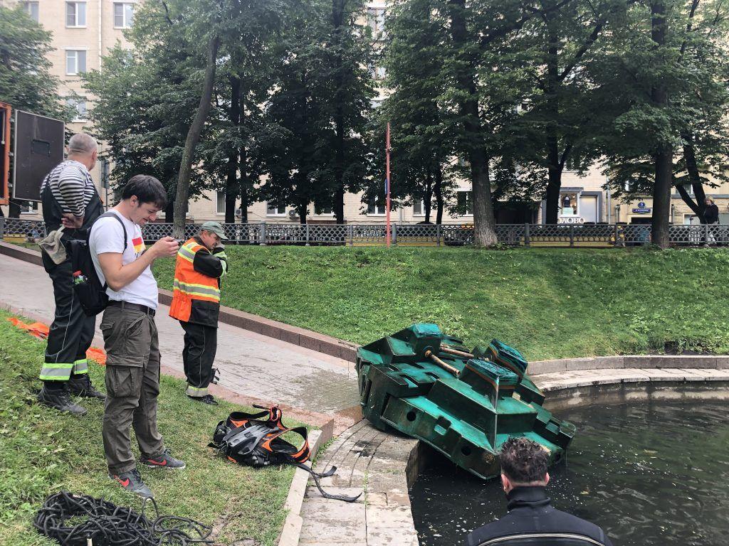специалисты ГУП Мосводостока очистка Патриарших прудов