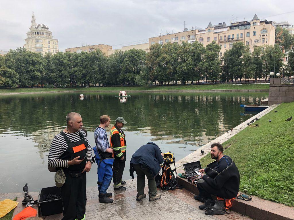 Специалисты ГУП «Мосводостока» очистка Патриарших прудов