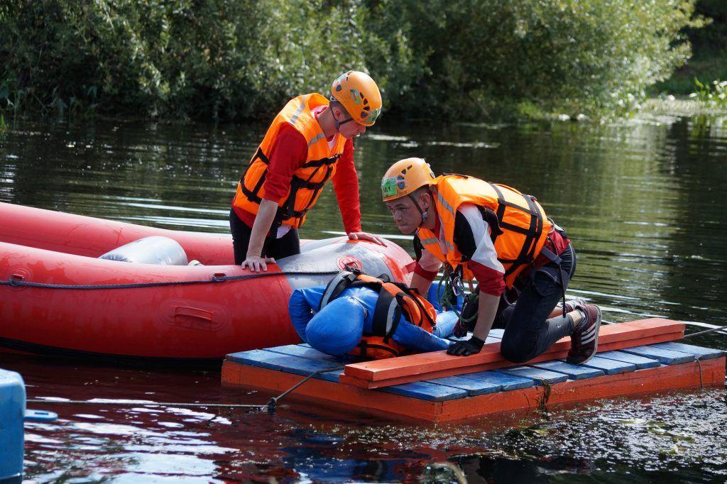 школа безопасности, Апаринки, соревнования, спасатели, река, байдарки, спасение утопающего