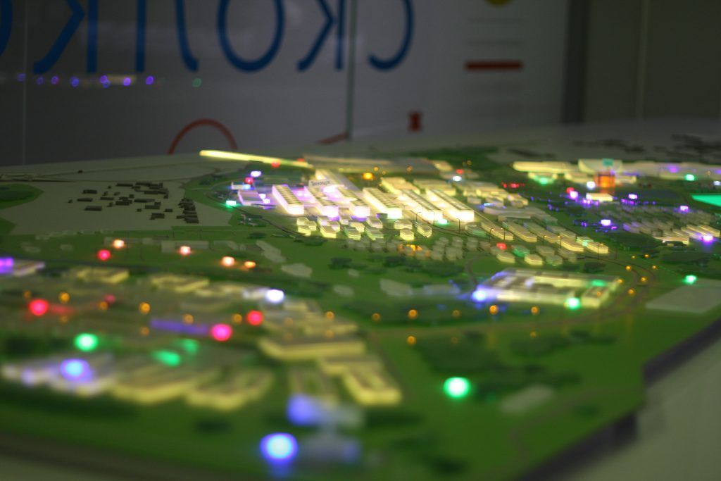 60 %объектов, расположенных на макете уже построены, подстанция Сколково, Россети, школьники