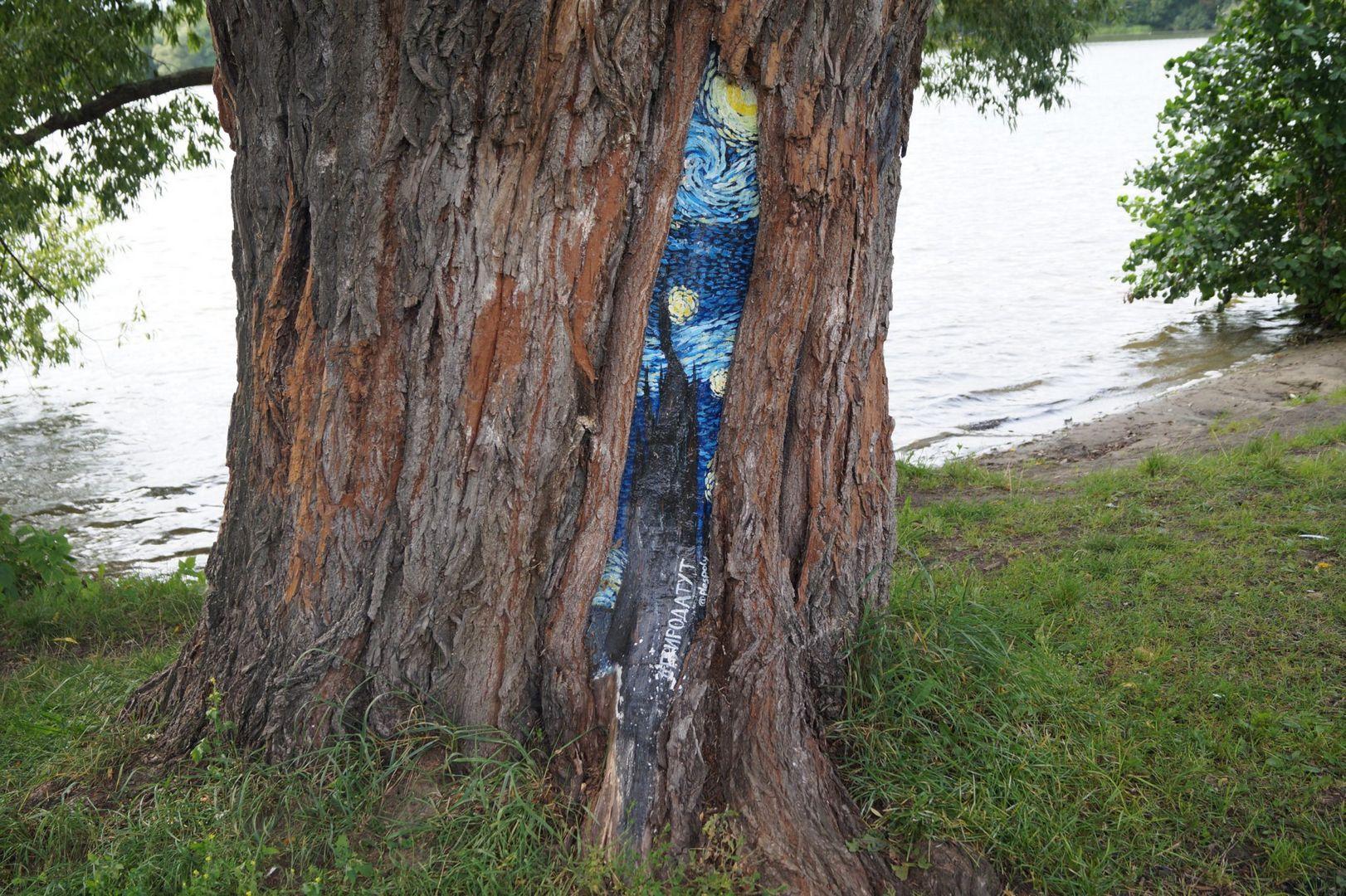 Рисунки на деревьях
