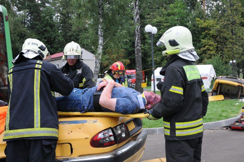 спасатели, Апаринки, МЧС, ДТП, пострадавший