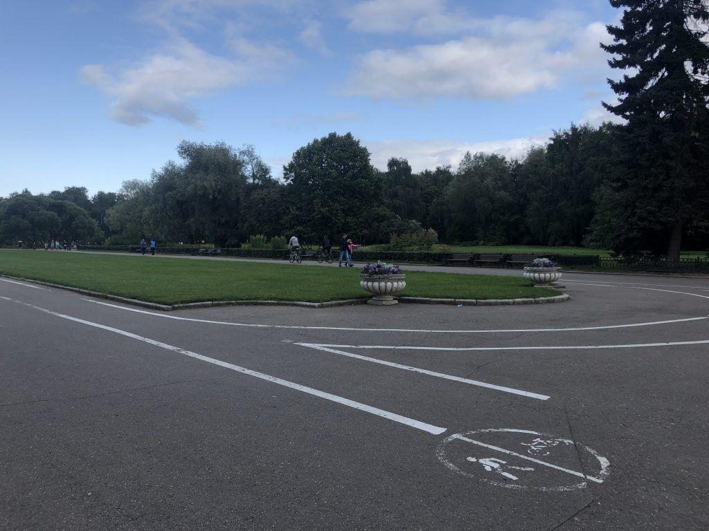 Главный Ботанический сад,велодорожки, пешеходные дорожки,цветники